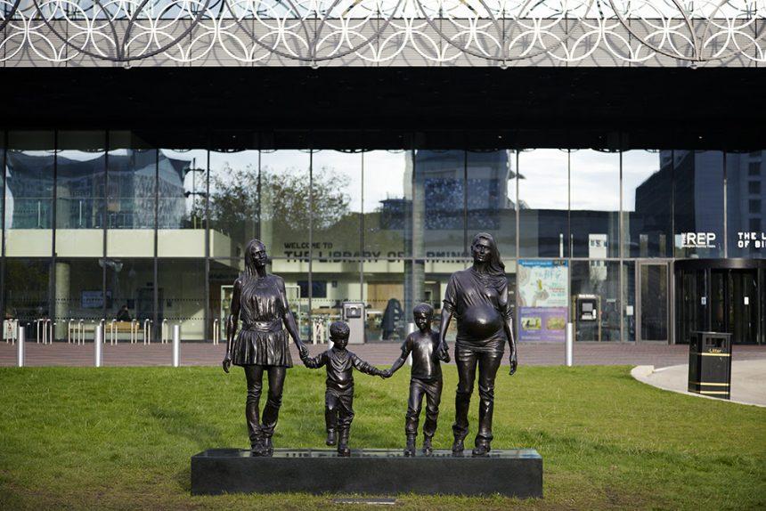 Kunstner leder efter en 'rigtig' dansk familie