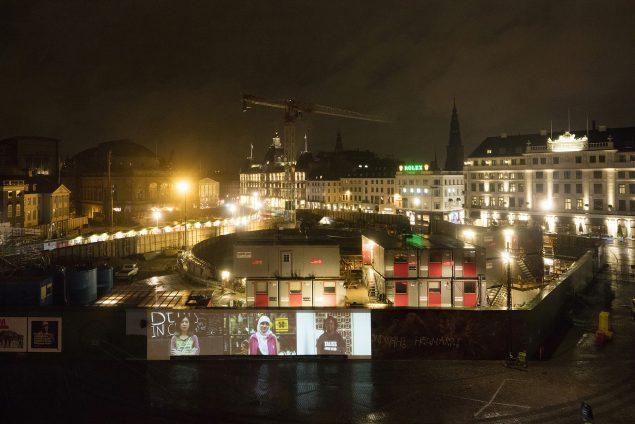 Charlotte Haslund-Christensen: HOPE & FEAR, 2016. Videoinstallation på Kongens Nytorv. Foto: Torben Eskerod