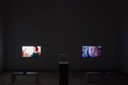 Fra global kritik til kunstnerisk didaktik