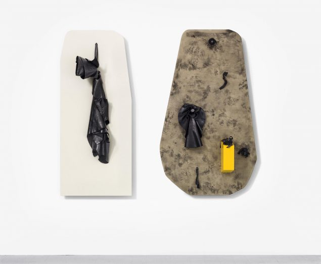 Closing all openings (Ceausescu - Yellow), 2016 (læder, ovnsværte, krydsfinér, akryl og træ, 152,5 x 181 x 29,7 cm). Tilhører kunstneren. (Courtesy: Galleri KANT). Foto: Dorte Krogh