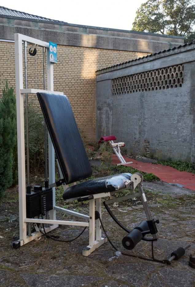 Træningsudstyret har været gemt væk siden 2006, men er nu bragt frem i dagens lys som kunstinstallation. Foto: Martin Erik Andersen