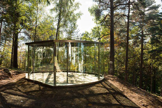 Dan Graham: Ekeberg Pavilion, 2013. Foto: Ekebergparken / © Ivar Kvaal