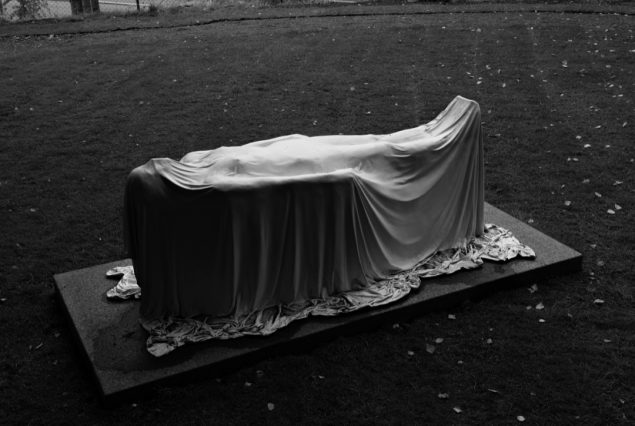 Matt Johnson: Levitating woman, 2013. Foto: Ekebergparken / © Ivar Kvaal
