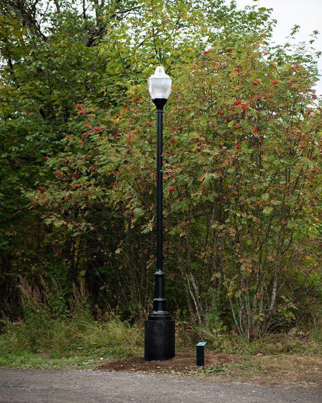 Tony Oursler: Spectral Power. Φeλ (Talking lamppost), 2013. Foto: Ekebergparken / © Ivar Kvaal