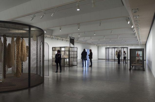 Louise Bourgeois udstiller i hele Louisianas sydfløj. Her et udstillingsbillede.