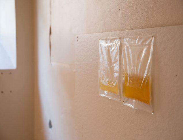 Del af Maja Fjord Fjords installation i en celle i FÆNGSLET. Foto: Martin Erik Andersen
