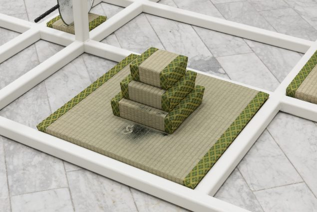 Tranen Contemporary Art Center. Mana Stash, 2016. (Tatamipyramide, med spor af kæde i spirulinapulver). Foto: David Stjernholm