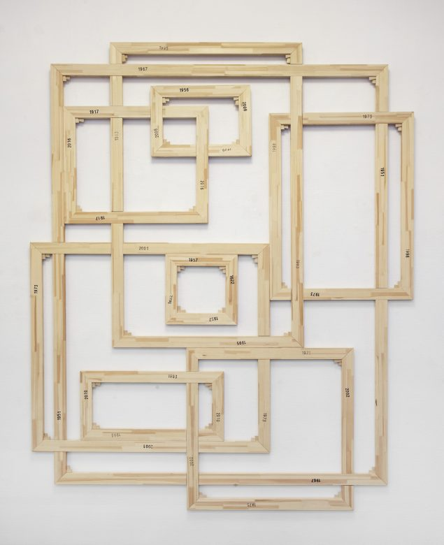 Peter Holst Henckel: Framing priming and framing, 2016. (Stempel på trærammer, 260 x 207 cm). Foto: Erling Lykke Jeppesen