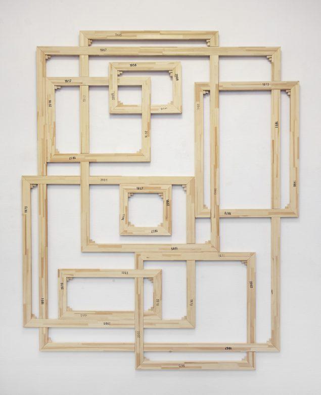 Peter Holst Henckel: Framing priming and framing, 2016. (Stempel på trærammer, 260 x 207 cm). Foto: Erling Lykke Jeppesen