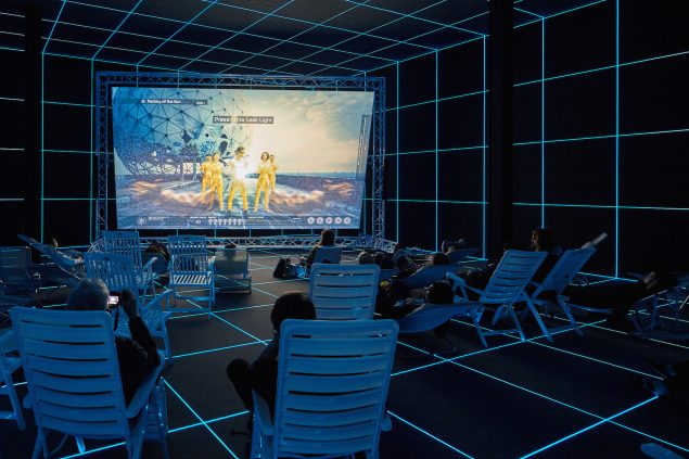 Hito Steyerl: Factory of the Sun, 2015. Single channel HD video, environment. 21 minutes. Installationsview fra Venedig Biennalen, German Pavilion, 2015. Image courtesy of the Artist and Andrew Kreps Gallery, New York. Foto: Manuel Reinartz