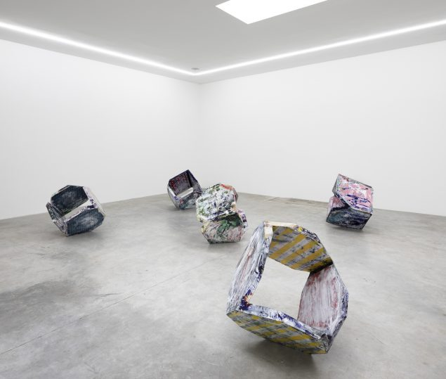 Thomas Øvlisen: Techno Fossil Tumbleweed, 2016. Installationsview, Eighteen (V1 Gallery)