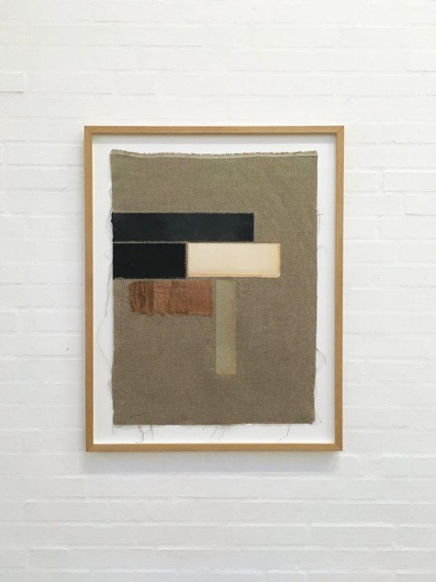 Henning Schultz: Bricks, 2016. Papir syet på lærred, 90 x 70 cm. Foto: Lene Desmentik