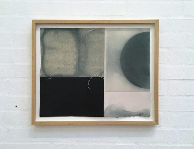 Henning Schultz: Moon, 2015. Sammensyet papir og lærred, 43 x 52 cm. Foto: Lene Desmentik