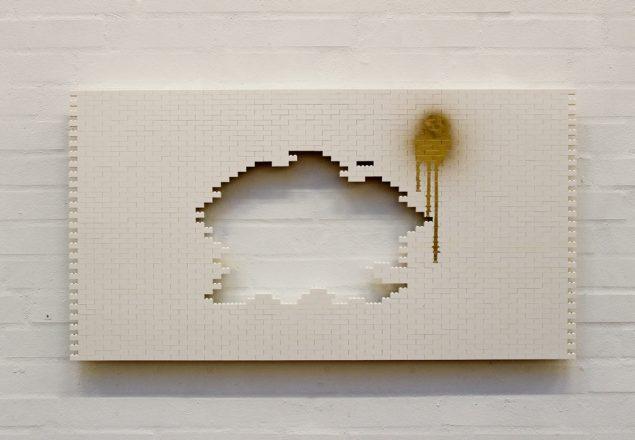 Lene Desmentik: Facade, 2016. Lego og træ, 60 x 96 cm. Foto: Lene Desmentik