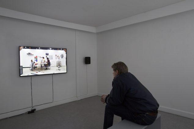 "Live-redigeret video u.t., 2016, (23 min. loop på 55"" fladskærm). Foto: Paula Nimand Duvå"