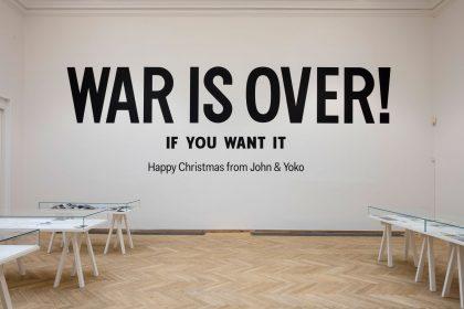 Yoko Ono transmitteret som selvfed kommunikationsstrategi