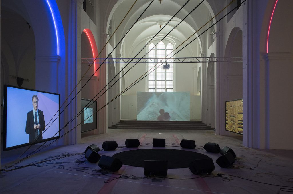 Haroon Mirza: Dancing with the Unknown, 2018. Nikolaj Kunsthal. Installationsview. Foto: Nikolaj Kunsthal