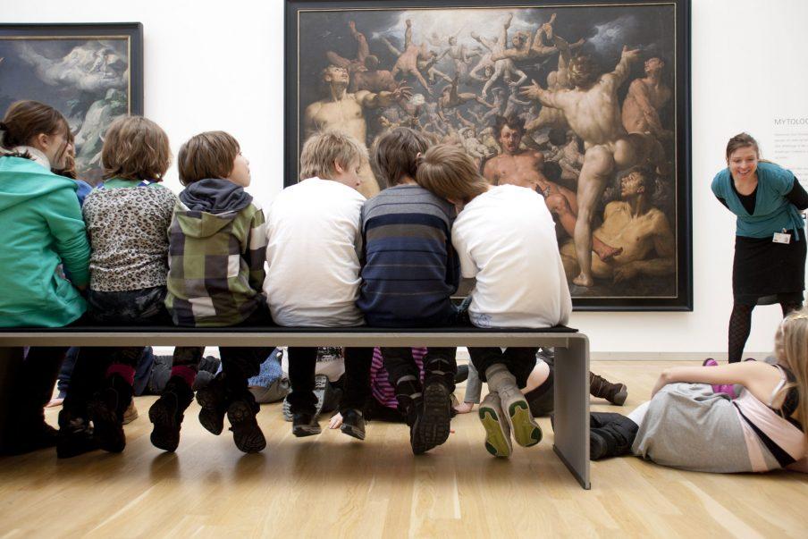 Hvorfor ikke bare lade dem, som ikke forstår sig på kunst, blive hjemme?