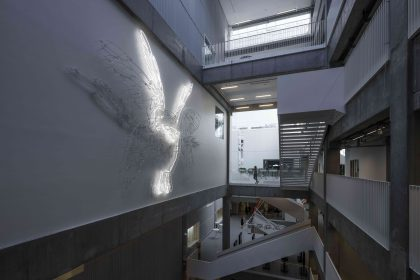 Nyt kunstværk i neon på Campus Carlsberg