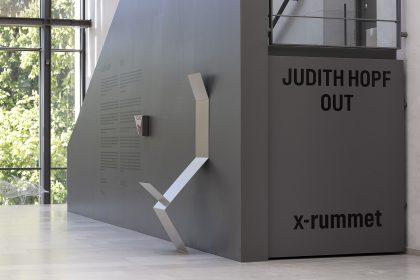 Skulpturel samfundskritik fra en outsider