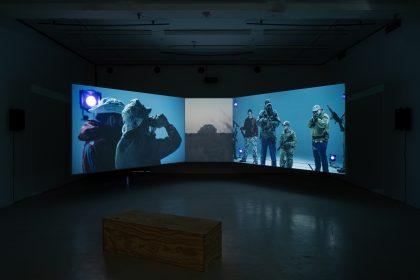 Installatorisk teater for talende senge og fuglekiggere