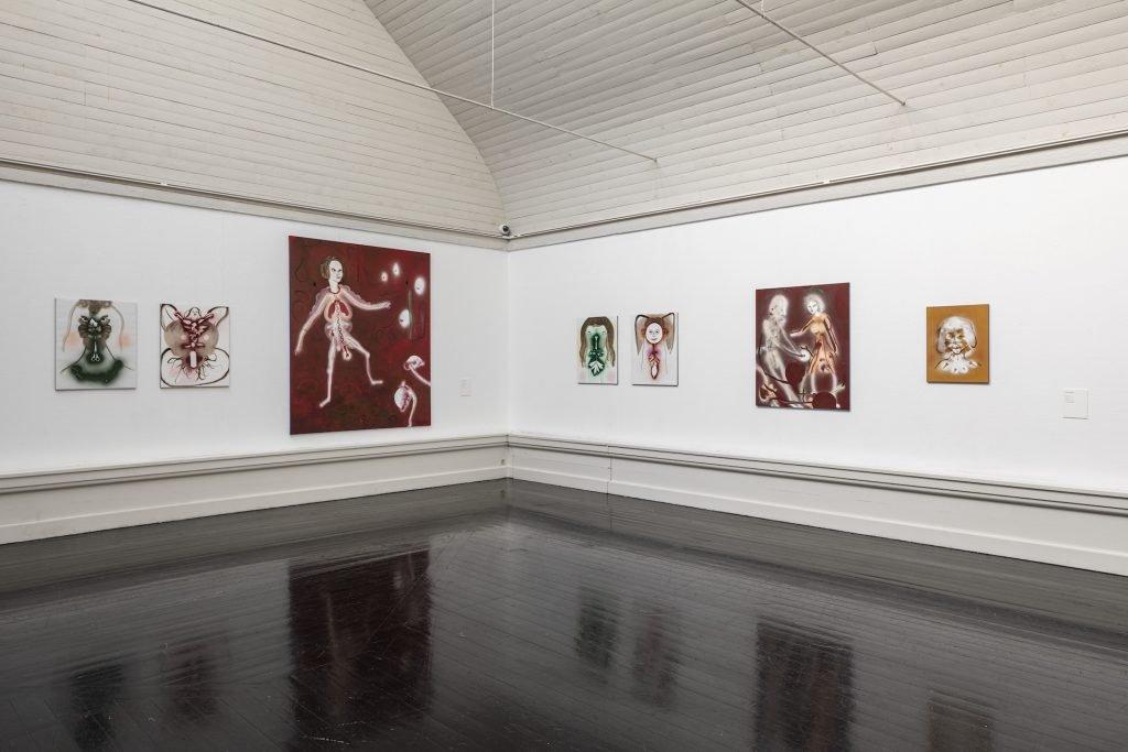 Udstillingsfoto fra Writings of Bodies m. Kathrine Ærtebjerg. Foto: Anders Sune Berg.