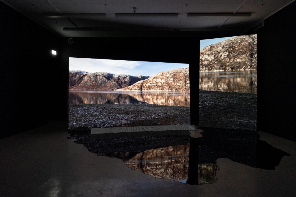 Anne Haaning. Half Hidden. Den Frie. Videoinstallion. Installationsfoto.