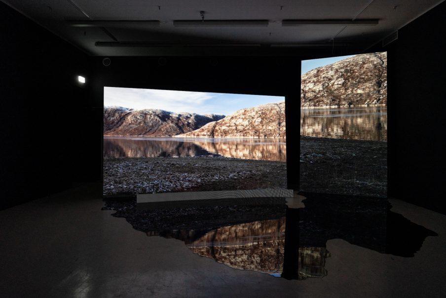 Anne Haanings installationer på Den Frie er fascinerende ånder fra kryolitminens skygge