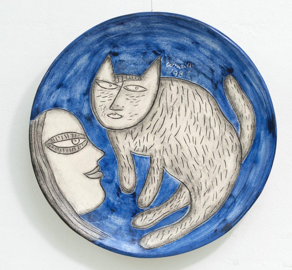 Corneille, Keramisk fad med kat og pige, 1949, Galleri Syd
