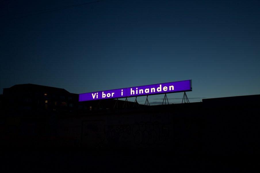 Rooftop: Kunst som lysreklamer
