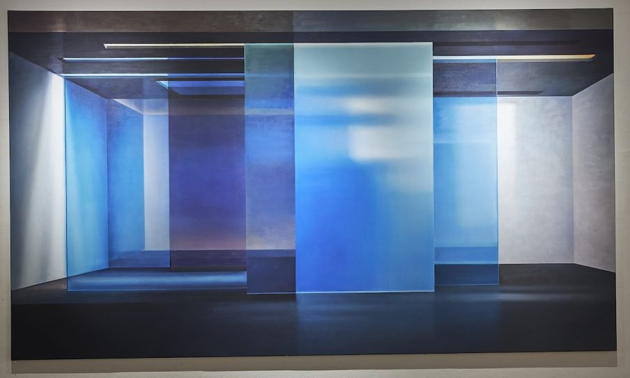 Tomheden er tom i Anette Harboe Flensburgs syntetiske malerier på Trapholt