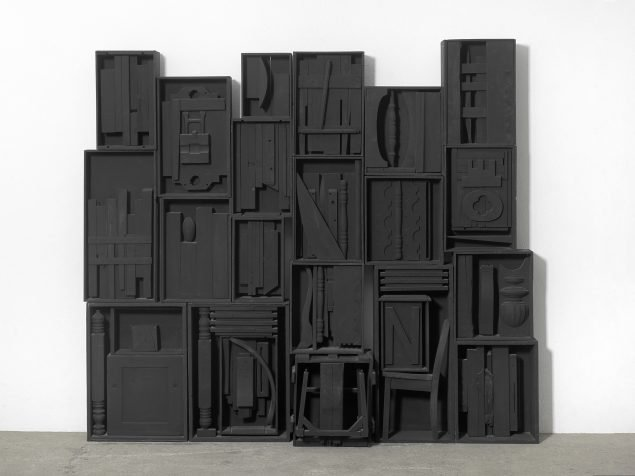 Louise Nevelson: Untitled, ca. 1964. Painted wood. 216 x 241 x 49,5 cm. Private Collection. Courtesy Fondazione Marconi, Milan. Photo: Alessandro Zambianchi-Simply.it, Milan © 2020 Estate of Louise Nevelson / Artists Rights Society (ARS), New York/VISDA