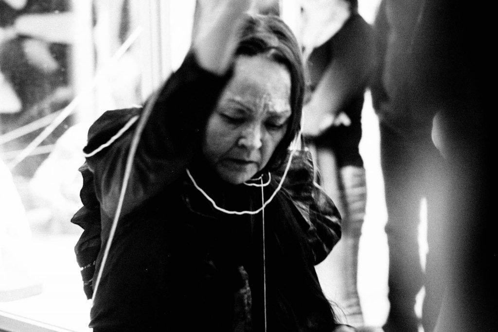 Jessie Kleemann: Performance på Nuuk Kunstmuseum i 2017. Foto: Kenneth Schønning Olsson.