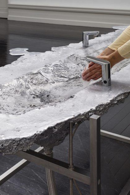 Marianne Hesselbjerg, Alting flyder - en håndvask, 2020