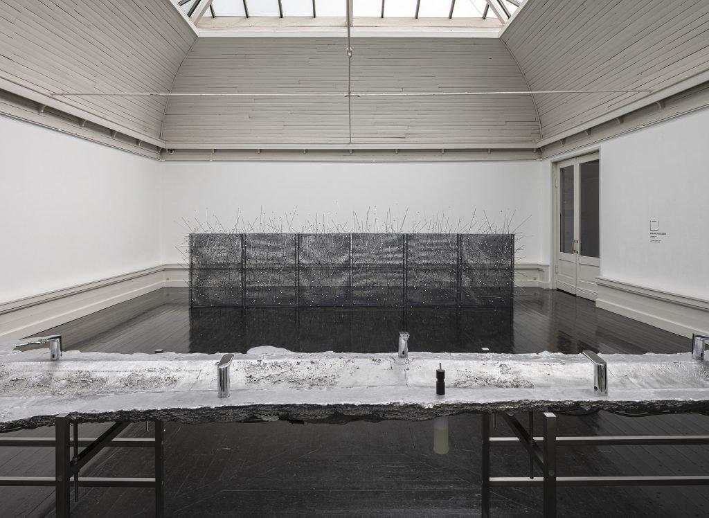 Marianne Hesselbjerg: Alting flyder, - en håndvask, 2020. Foto: Anders Sune Berg.