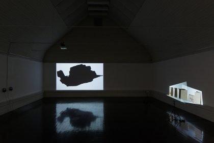 Installationsvue, Kunstnernes Efterårsudstilling 2020. Her ses bl.a. Marie Boye Thomsen & William Reynish. Foto: I DO ART Agency.