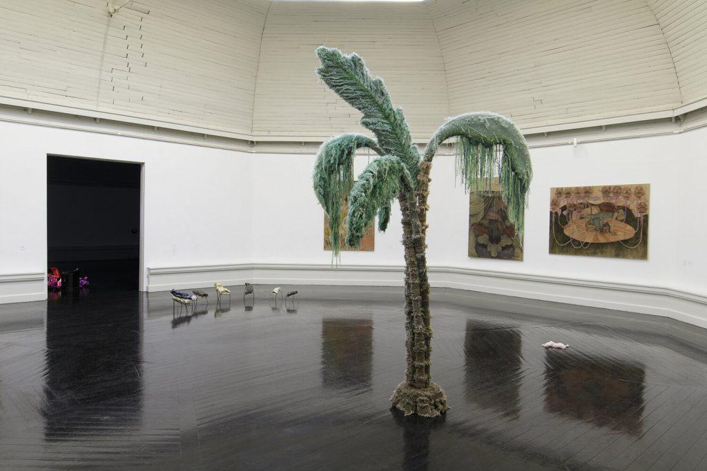 Installationsvue, Kunstnernes Efterårsudstilling 2020. Her ses bl.a. Nina Krog Ekman og Victor Bengtsson. Foto: I DO ART Agency.