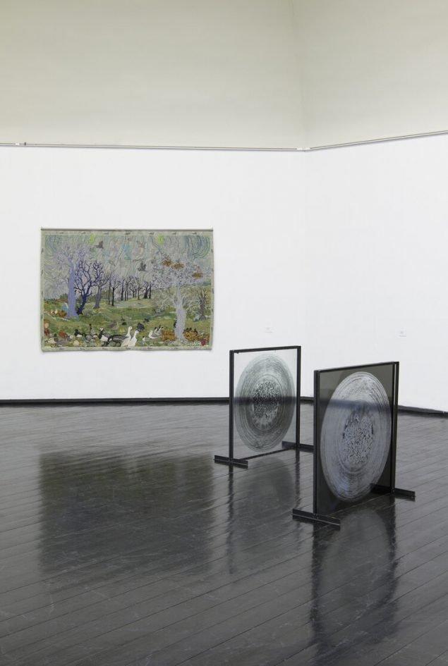 Installationsvue, Kunstnernes Efterårsudstilling 2020. Her ses bl.a. Ida Bang Augsburg og Katja Grinling. Foto: I DO ART Agency.