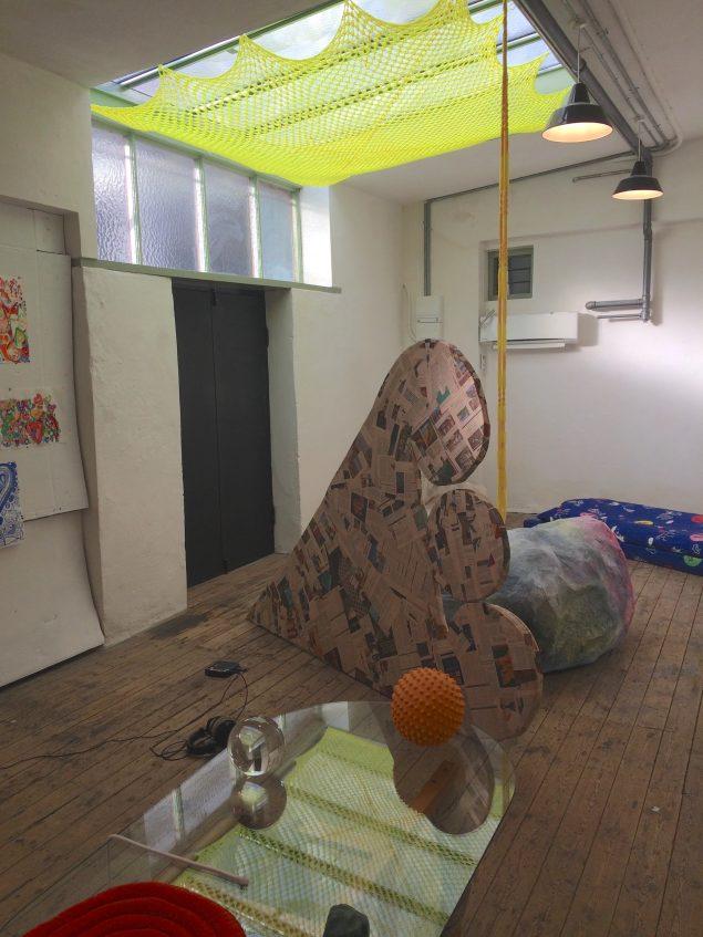 Udstillingsview fra In the Zone of Stones. Foto: Astrid Noacks Atelier.