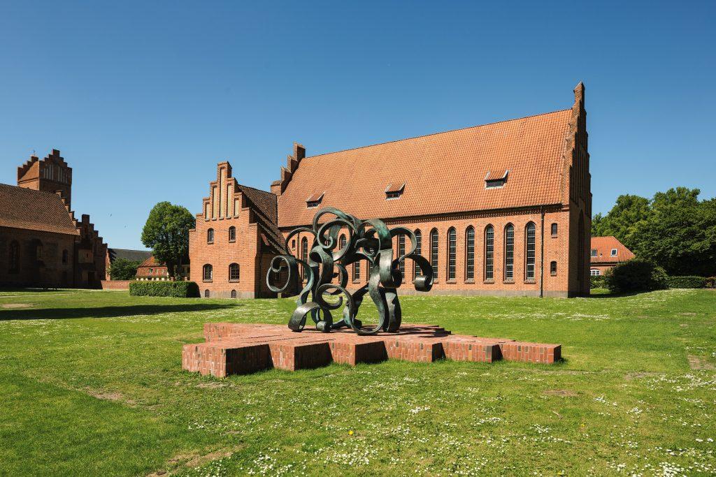 Eva Steen Christensen: Thélème. Skulptur ved Herlufholm Kostskole, 2015. Foto: Anders Sune Berg.