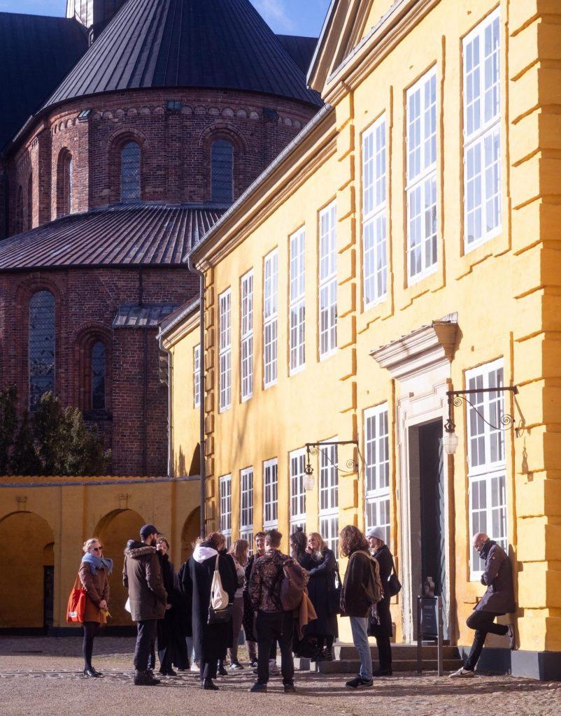 På studietur til Museet for Samtidskunst i Roskilde. Foto: Jonathan Nothlev.
