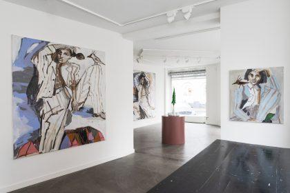 Installationsvue The Great Big Winther Show. Her ses værker af Mie Olise Kjærgaard og Fredrik Raddum. Foto: Julie Nymann.