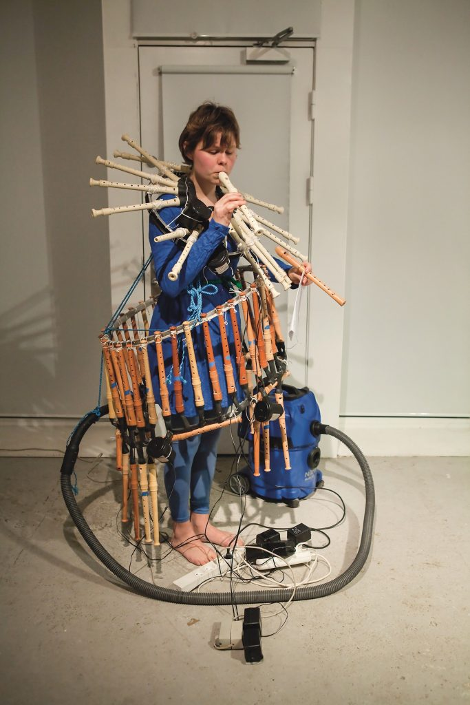 Ragnhild May: Fløjtespilleren (performance), 2015. Foto: Barbara Katzin.