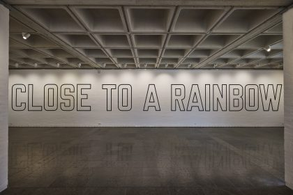 Lawrence Weiner: Close to a Rainbow – Holstebro Kunstmuseum
