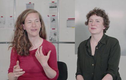 Video: Tinne Zenner og Eva la Cour forbereder udstilling, der ser kritisk på Danmarks tilstedeværelse i Grønland