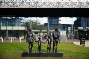 Gillian Wearing: Maskinrummet: En rigtig dansk familie