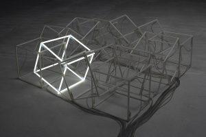 Lys i mørket – Udvalgte skulpturer fra ARKENs samling, der sitrer, blinker og lyser i mørket