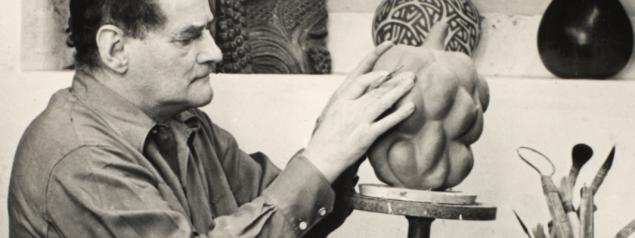 Axel Salto ved arbejdsbordet, 1955. Foto: Det Kongelige Bibliotek
