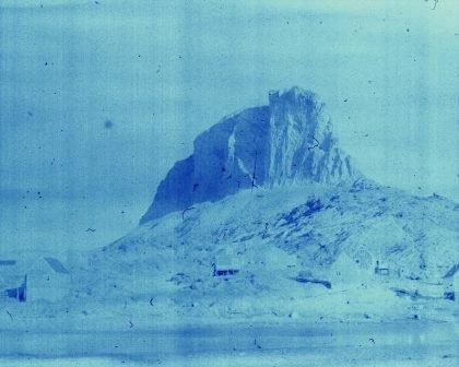 Christian Vium: Ikerasak – Hverdagshistorier fra en grønlandsk bygd